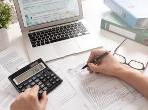 asesoría para la declaración de la renta en Valencia - gafas