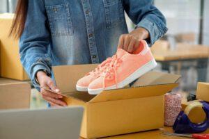 asesoría legal para vender en Amazon - zapatos naranjas
