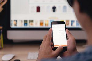 asesoria fiscal para ecommerce en españa - telefono y computadora